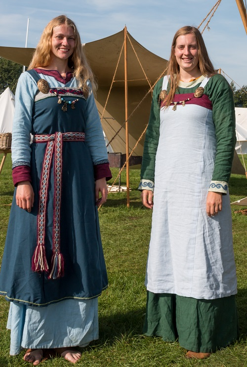 Authentic Viking women  – © Mike South 2017